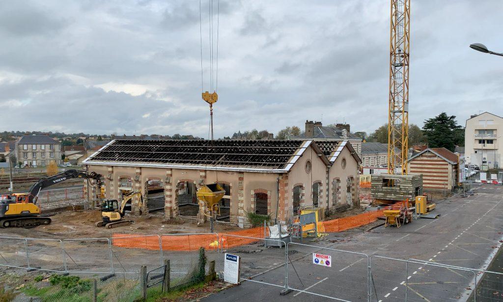 Le début des fondations de la gare