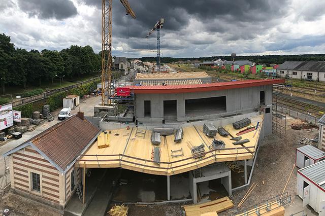 Vue panoramique sur les construction du chantier de la gare de Bressuire