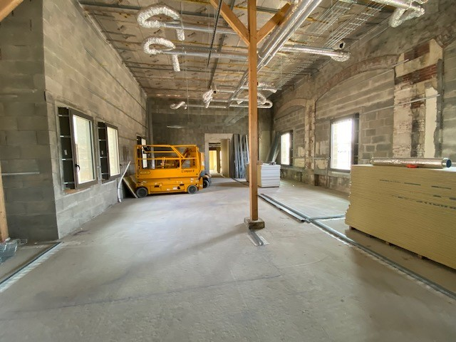 Vue intérieure des bâtiments de la gare de Bressuire